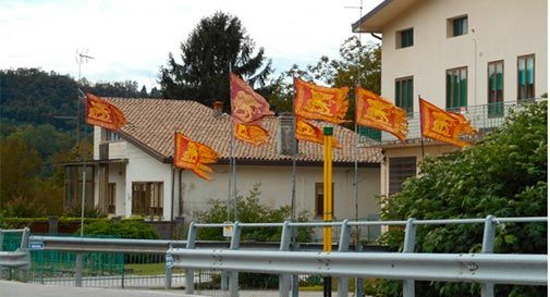 A Cison troppe bandiere del Veneto, il caso in Prefettura