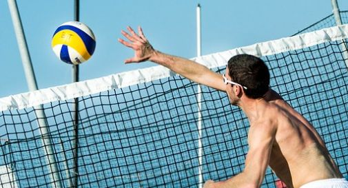 Gomitata alla gola durante il beach volley, lesione alla trachea per un 19enne. E' grave