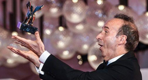 Roberto Benigni ritira il Leone d'oro alla carriera alla mostra del cinema di Venezia