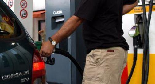 Benzina e diesel, tornano gli aumenti