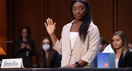 Ginnastica Usa, abusi su atlete: Simone Biles in lacrime