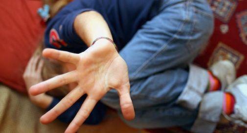 Violentata per 10 anni dal compagno della madre