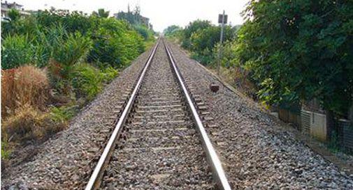 Era salito sul tetto di un treno, 15enne morto folgorato a Lucca