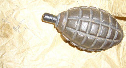 bomba a mano (foto d'archivio)