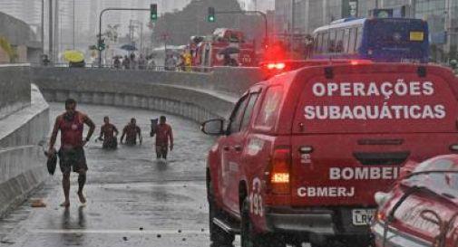 Piogge torrenziali a Rio, almeno 10 morti