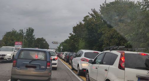 Conegliano, auto in coda per i tamponi: traffico paralizzato e lunghe code