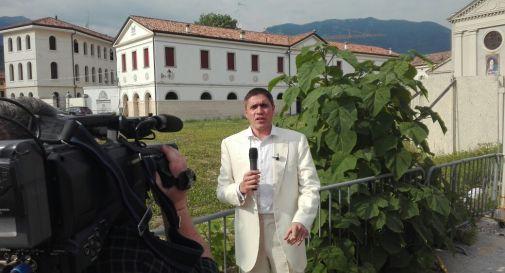 Moreno Morello di Striscia la Notizia a Vittorio Veneto per Piazza Meschio