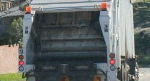 Risultato immagini per camion della spazzatura foto