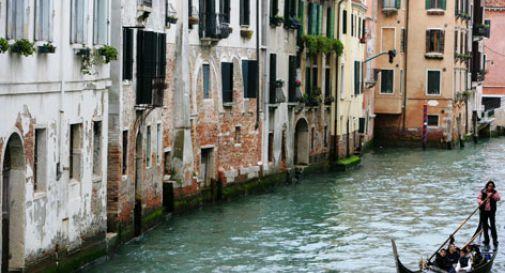Fanno bagno di notte in rio a Venezia, multate 450 euro