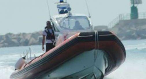 Donna si getta in mare per salvare il cane, morti annegati