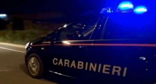 Paura per un'amica, chiama i carabinieri e la salva