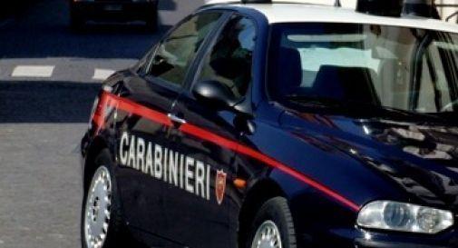 Aggredisce la compagna e i carabinieri, arrestato