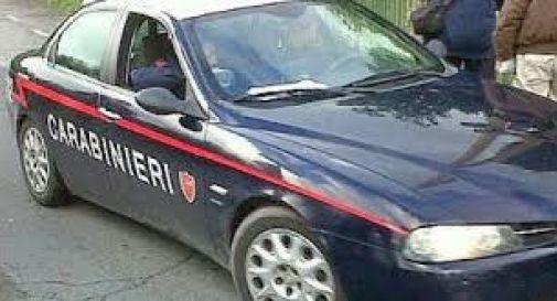 Ruba valigetta da auto, operai lo fanno arrestare