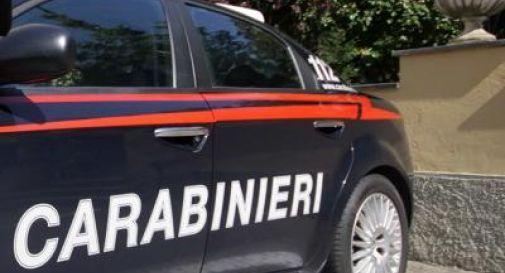 calci e pugni ai Carabinieri