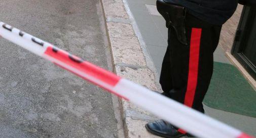 Aggredisce carabiniere con l'accetta, militare spara e lo uccide
