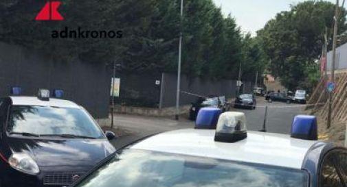 Roma, cadavere vicino a cassonetti