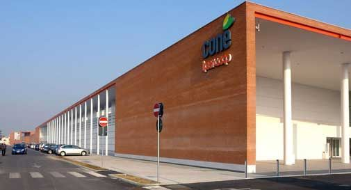 Centri commerciali aperti a Pasquetta. Il Conè controcorrente: ad aprile chiuso 3 giorni