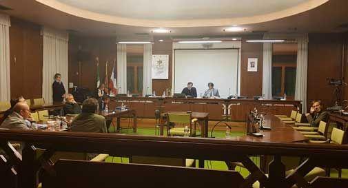 La maggioranza è assente, salta il consiglio comunale. Le opposizioni: