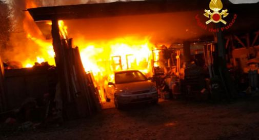Grave incendio, una bombola di gas esplode: ferito un 40enne