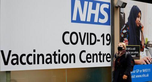 Vaccino Covid Gb, via libera per 12-15enni: per loro una dose