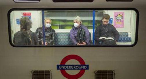 Coronavirus potrebbe avere già infettato fino a 50% della popolazione britannica: sarebbe già immunità di gregge