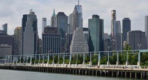 Covid New York, 650 cadaveri ancora in camion frigo