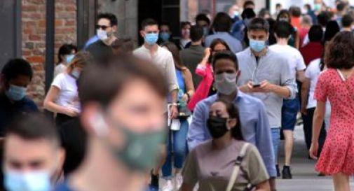 Mascherine e distanza abbassano di mille volte carica virale
