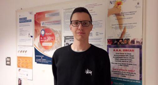 Affetto da leucemia, Cristian viene salvato da un donatore di midollo. E, da biondo, diventa moro