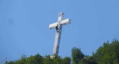 Vittorio Veneto, restaurata la croce del Monte Altare
