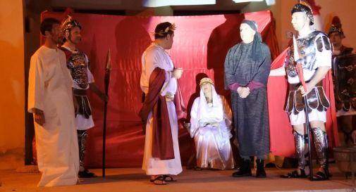 un momento della rappresentazione della Via Crucis