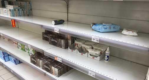 Coronavirus, corsa alle scorte nei supermercati: svuotati gli scaffali