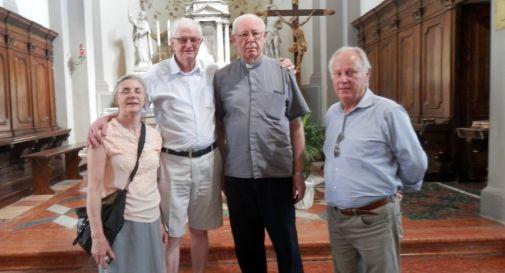 Nilva e Adagir Rorato con il parroco di Chiarano don Tondato e Cristiano Rorato