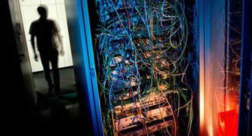 Diffondevano virus via mail, polizia chiude 17 falsi siti Enel