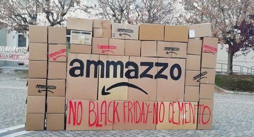 Casale, protesta contro Amazon
