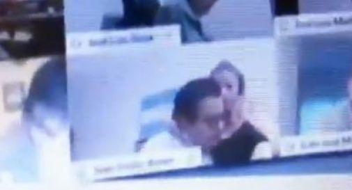 Deputato lascia webcam accesa: scena hot e dimissioni