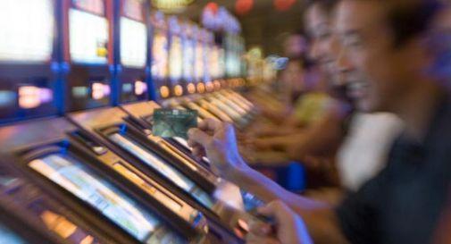 Arrivano i limiti per le slot machine: si gioca solo in certi orari