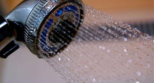 Gioco erotico finisce il tragedia: rimane impiccato in doccia