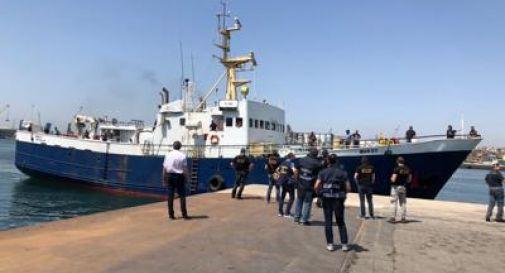 Nave verso l'Italia con 10 tonnellate di hashish, arrestato l'equipaggio