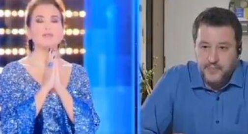 D'Urso-Salvini, valanga di insulti social per l'Eterno Riposo in tv