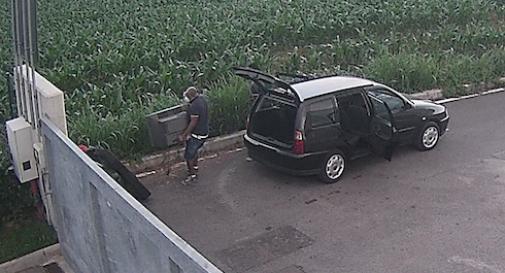 Riese, abbandona pezzi d'auto davanti a ecocentro: stangato