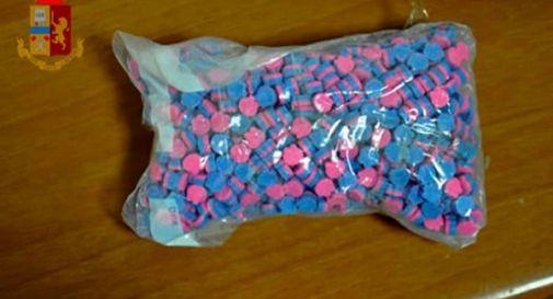 25enne beccato con 1.000 pastiglie di ecstasy e ketamina