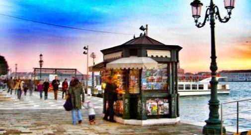 Individuata l'edicola spazzata via dall'acqua a Venezia, la struttura si trova a 7 metri di profondità
