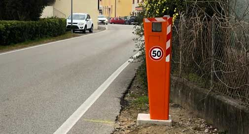 Non c'è pace per gli autovelox a Vittorio Veneto, vandalizzato con lo spray quello di Carpesica