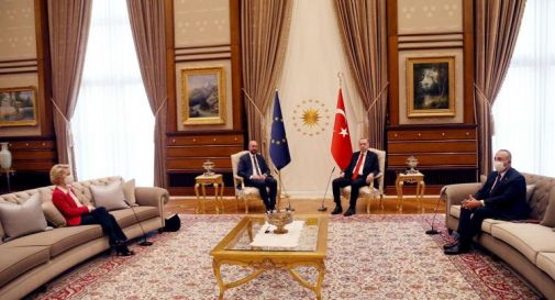 Erdogan lascia senza sedia von der Leyen, video e polemiche
