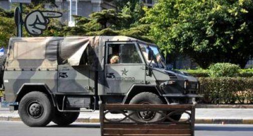 esercito in strada