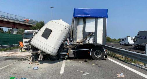 Secondo incidente in poche ore sul passante di Mestre. Coinvolti tre tir, 10 km di coda