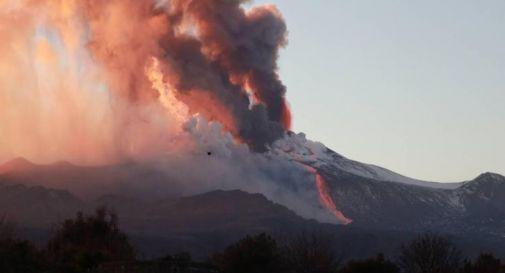 Etna, ennesima eruzione: aeroporto Catania operativo