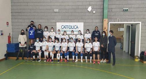 Le atlete della la Nazionale volley femminile sorde con il sindaco di Zero Branco Luca Durighetto