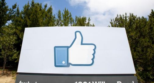 Covid, Google e Facebook: obbligo vaccino per tornare a lavoro