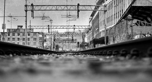 Ragazza di 17 anni si uccide gettandosi sotto il treno